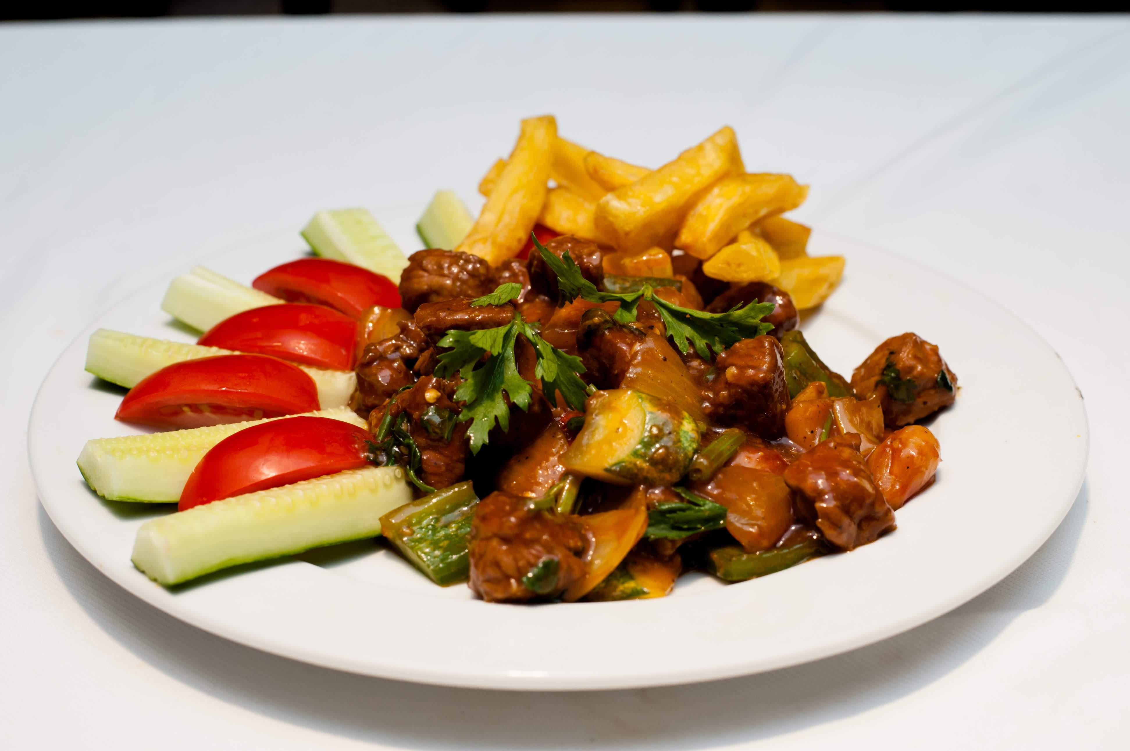 Bò Lúc Lắc Khoai Tây Chiên / Beef Dish Served with fried potato