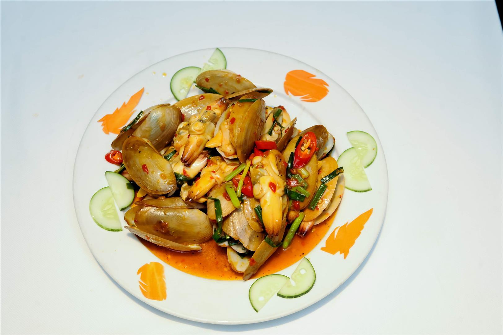 Tu Hài Xào Sả Ớt / Geoduck Stir-fried with chili and lemongrass