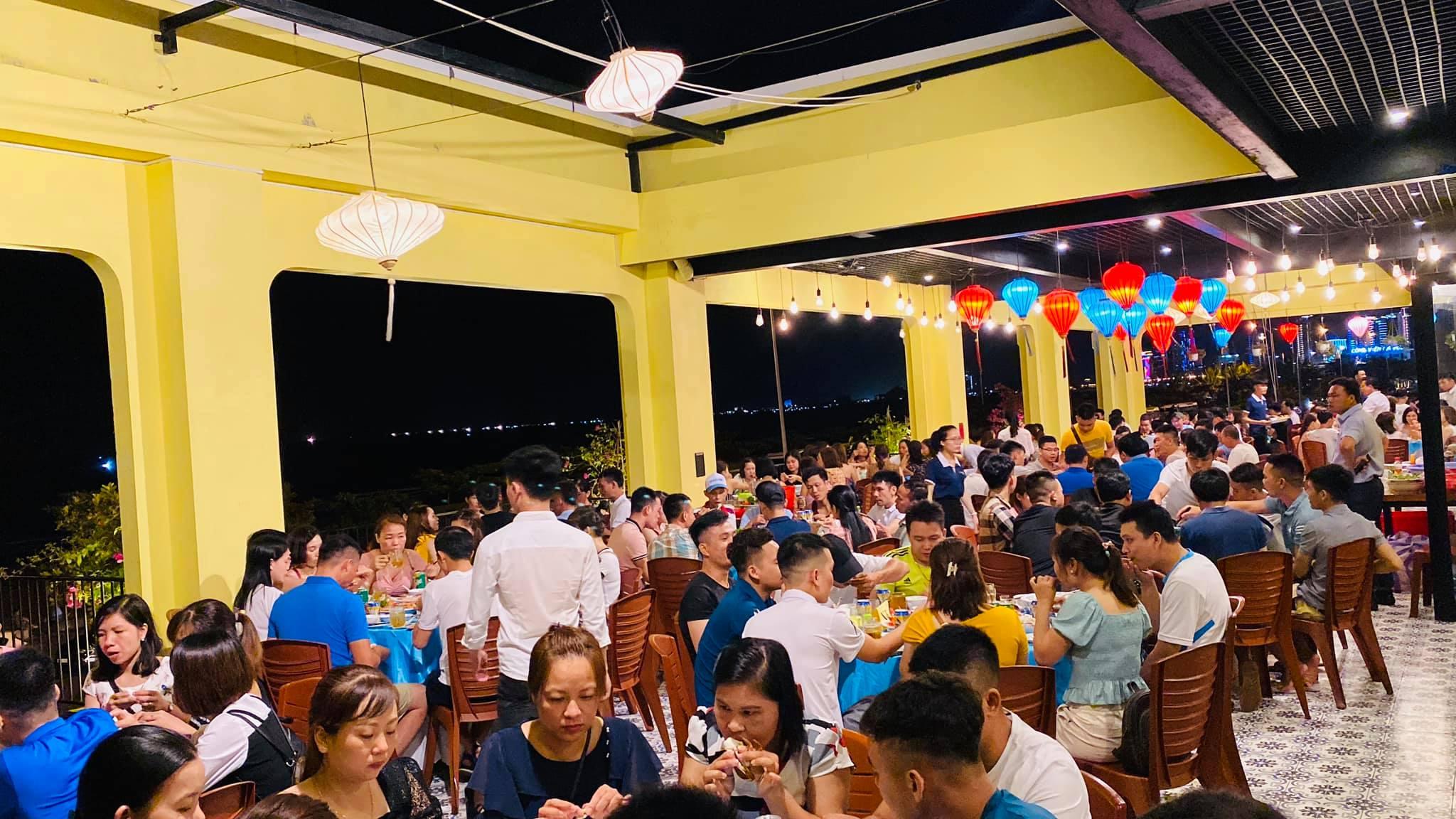 Nhà hàng trở thành địa điểm ăn hải sản tươi ngon, giá rẻ dành cho các gia đình, hội nhóm.