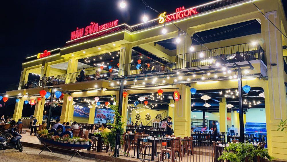 không gian nhà hàng Hàu Sữa